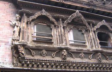 Geschnitzte Holzfenster
