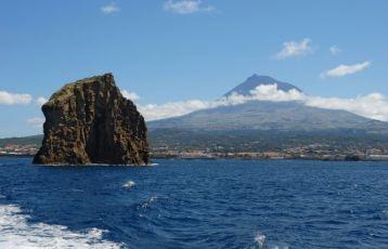 Die Insel Pico mit dem Bilderbuchvulkan
