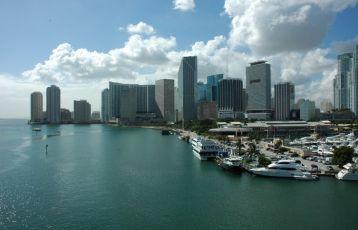 Biscayne Bay mit der Skyline von Miami.