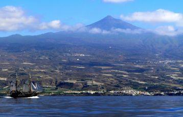 Wundervoller Blick auf die Insel beim Bootsausflug