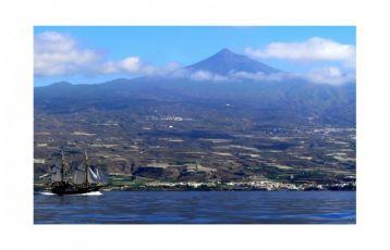 Wundervoller Blick auf die Insel beim Bootsausflug.