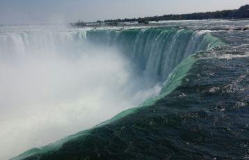 -Die Wasserfälle, in Niagara Falls, sind ein Naturwunder der besonderen Art,