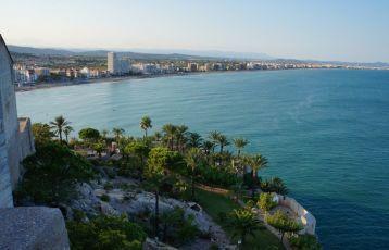 Die Altstadt des Küstenstädtchen Peñíscola liegt malerisch auf einem Felsklotz im Meer.