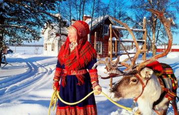 Sami Frau mit Rentier