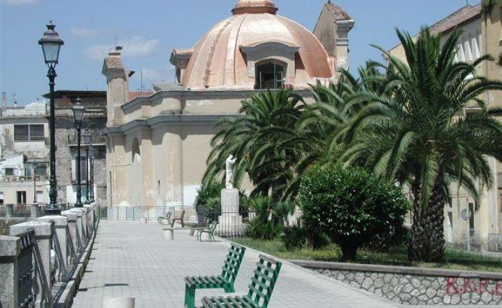 Silvester in Neapel - mal was anderes als Rom oder Mailand UHK Spezialreisen Italien UG (haftungsbeschränkt) & Co.KG 1